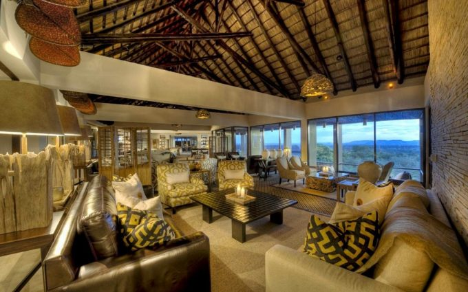 Superb Modern Living Room With Serengeti National Park Africa Villa Design