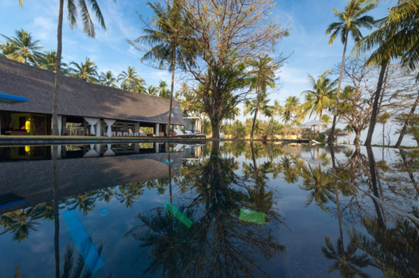 Villa Sapi Traditional Building With Large Fishpond And Fabuolus Tropical Island Destination