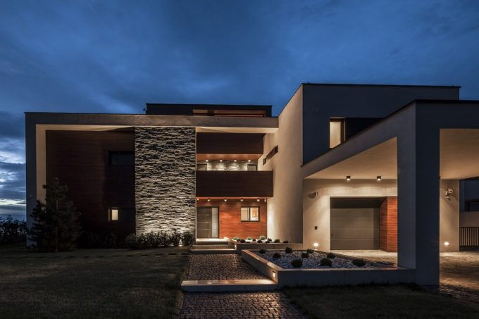 Warm Lighting Define Luxurious Mass Villa Design