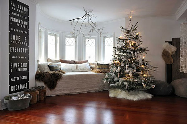 Awesome Christmas Living Room With Baywindow And Wood Floor