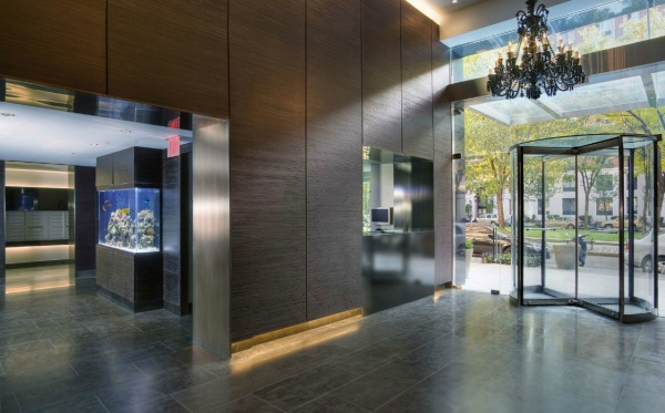 Contemporary Interior Decor With Custom Aquarium For The Lobby