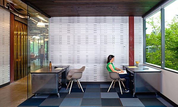 Contemporary Office Design Wit Open Design And Lots Sunlight