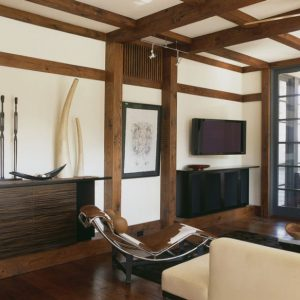 Japanese Themed Living Room With The LC4 Chaise Lounge At Its Heart From Cow Leather Material