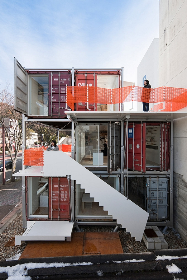 Contemporary Eco Friendly Office Using Containers