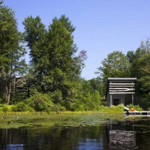 Lakefront House Design Ideas With Green Environtment