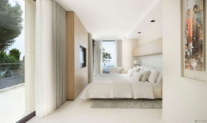 Stunning Modern White Bedroom With Minimalist Design