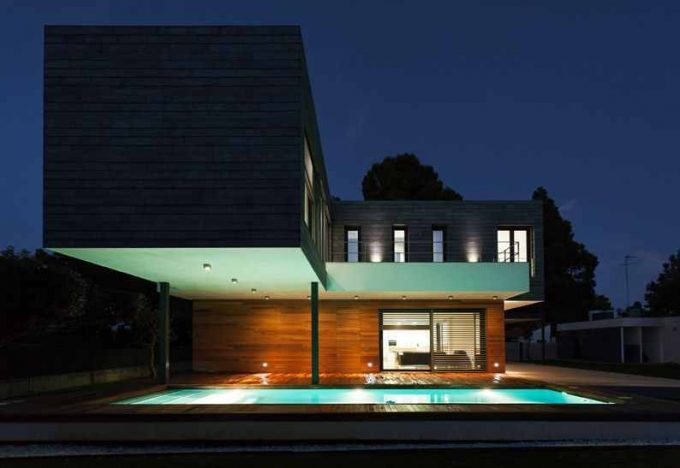 Dark Exterior And Wooden Exterior Combination For Contemporary Exterior Design Plus Minimalist Pool