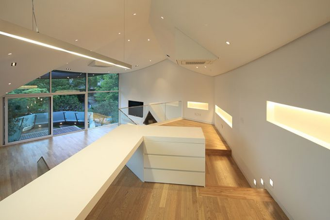 Intersting Space Levels With Great Modern Lighting For Spacy House Design