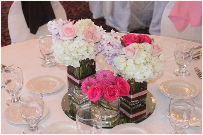 Beautiful Mirror Center Pieces With Flower Vases With White And Red Flower Decor
