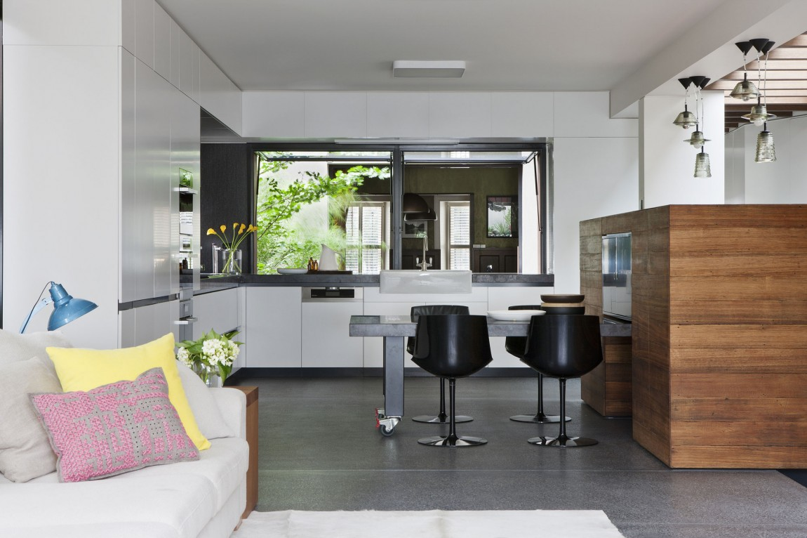 Decorative Pull Eat In Kitchen Table With Modern Stools