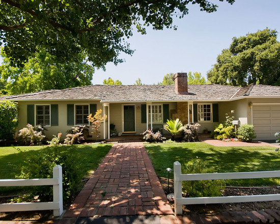 Lovely Traditional Landscape With Green Lawn Landscape And Wood Fencing Also Ranch House Curb Appeal