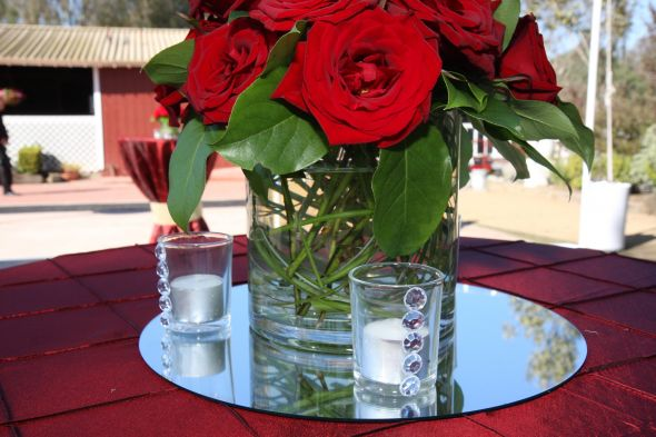 Red Flower And Red Napkin Decor With Mirror Center Pieces For Dinner Table Setting Idea
