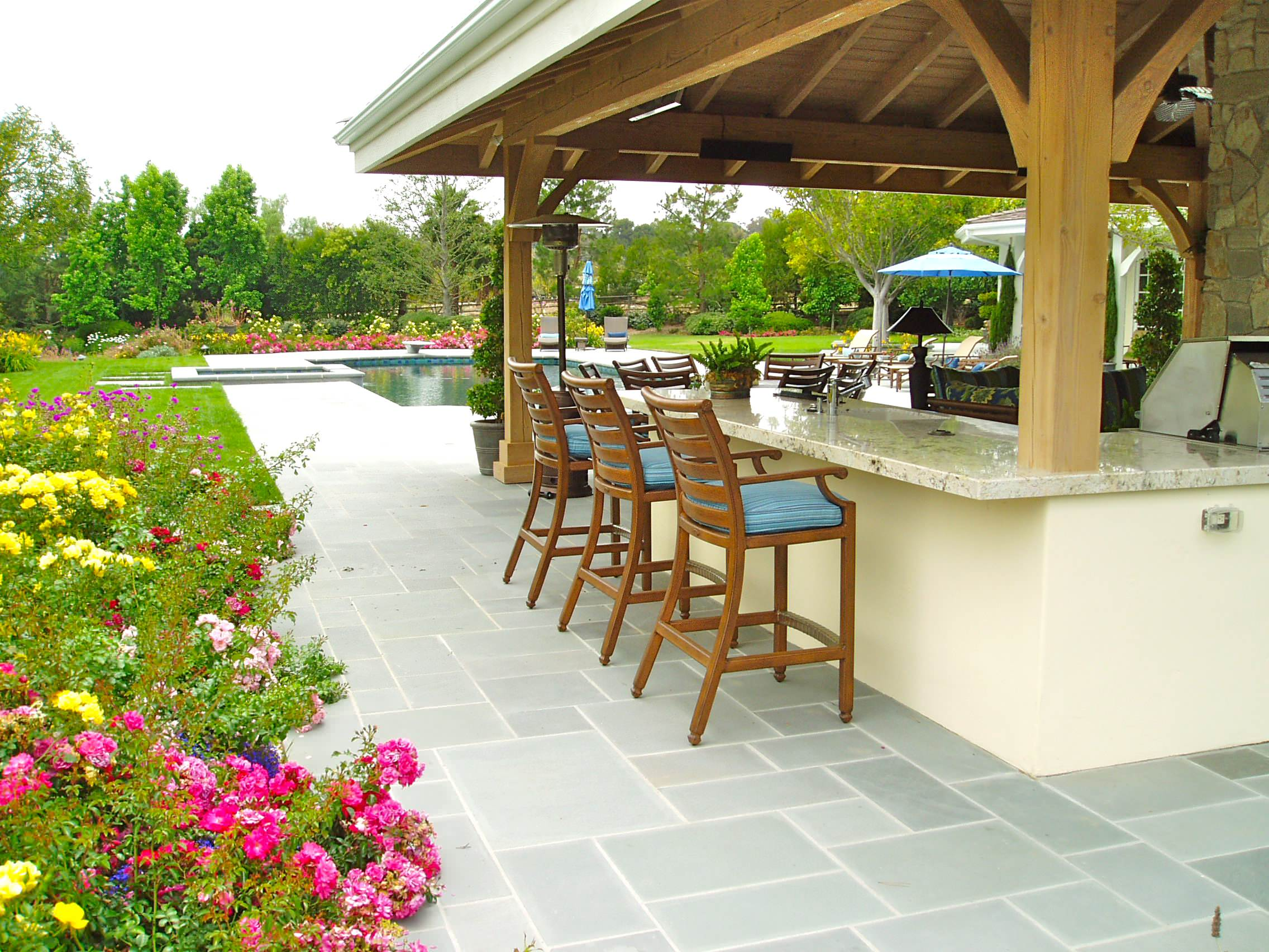 Bluestone Pavers Ideas For Patio Flooring: Granite Countertop Plus Bar  Stool For Outdoor Breakfast In