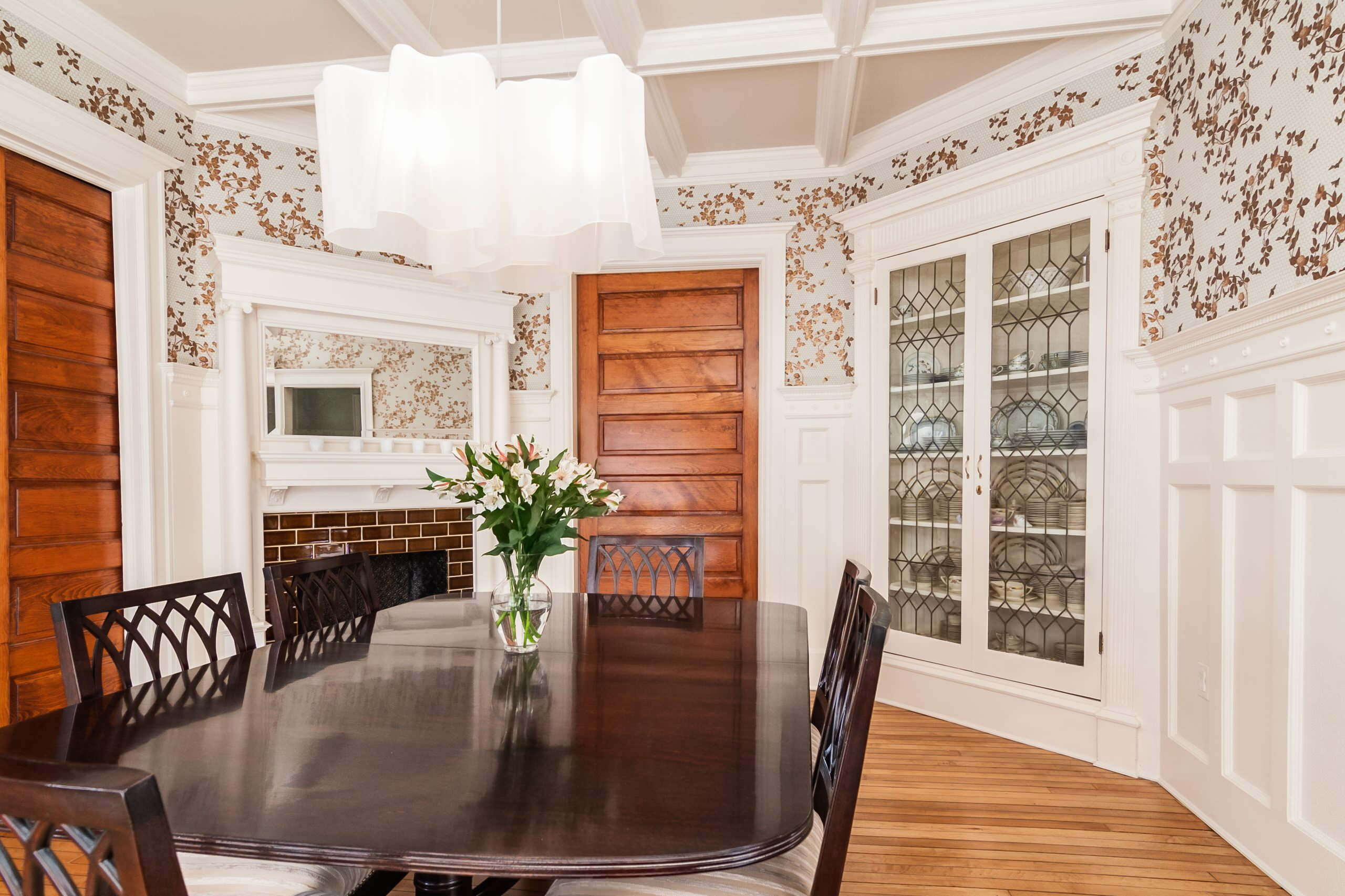 Decorating Appealing Wallpaper In Traditional Dining Room