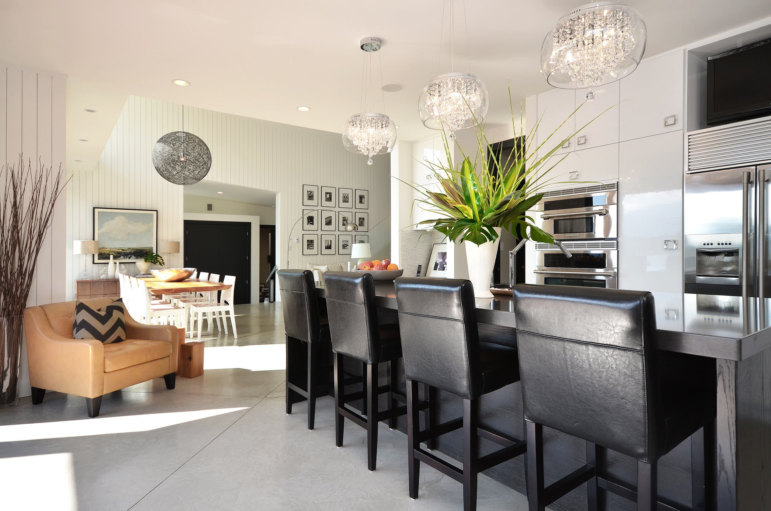 Choosing the Perfect Drum Chandelier for Dining Room: Breakfast Bar Plus Leather Bar Stools And Ceiling Lighting Also Drum Chandelier For Island Lighting In Modern Kitchen With Kitchen Hardware And Neutral Colors Also Stainless Steel Appliances