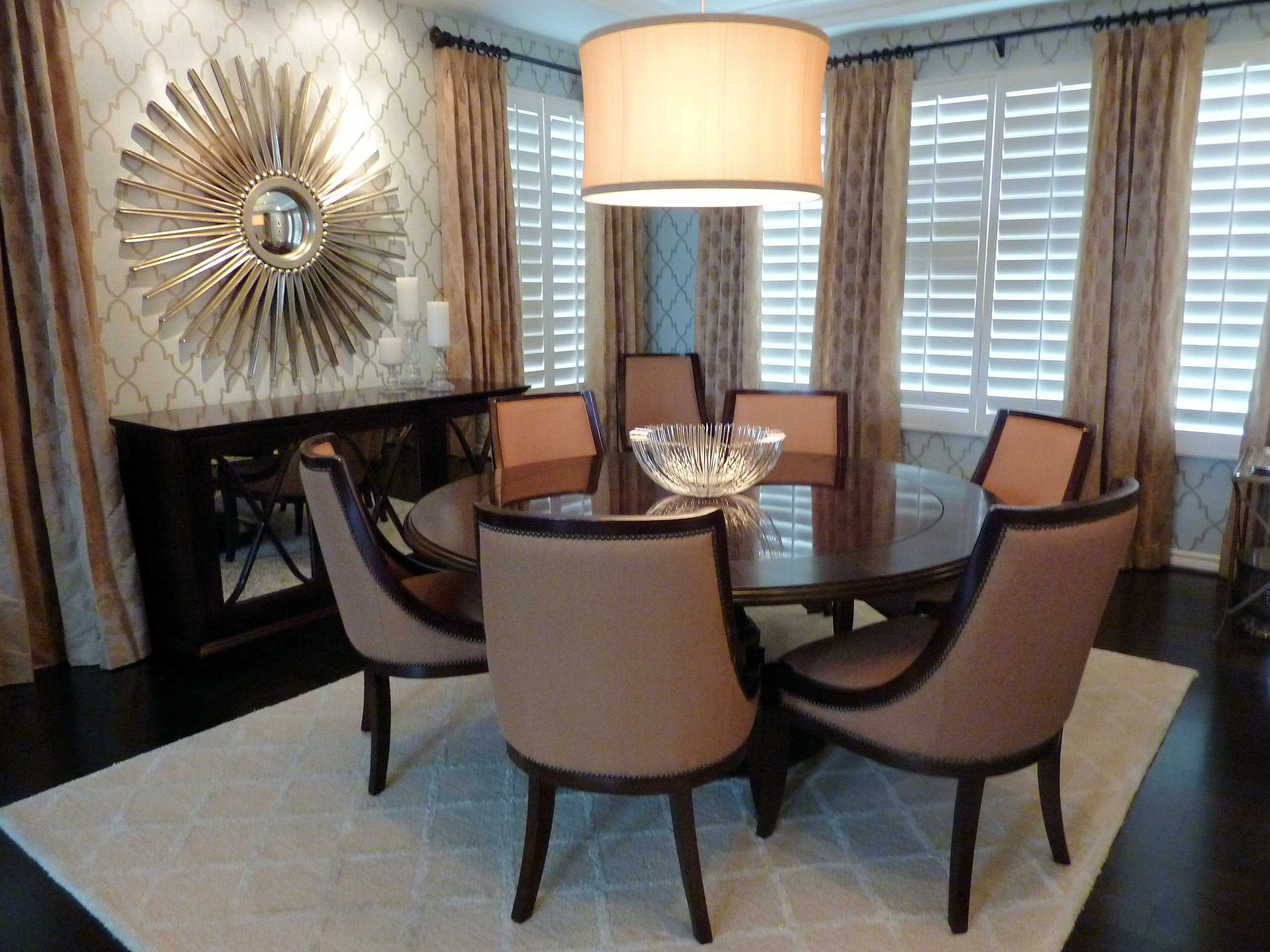 Traditional dining room furniture - Awesome Room Decorating Using Sunburst Mirrors Glamour Dining Room Design With Sunburst Mirrors And Wallpaper