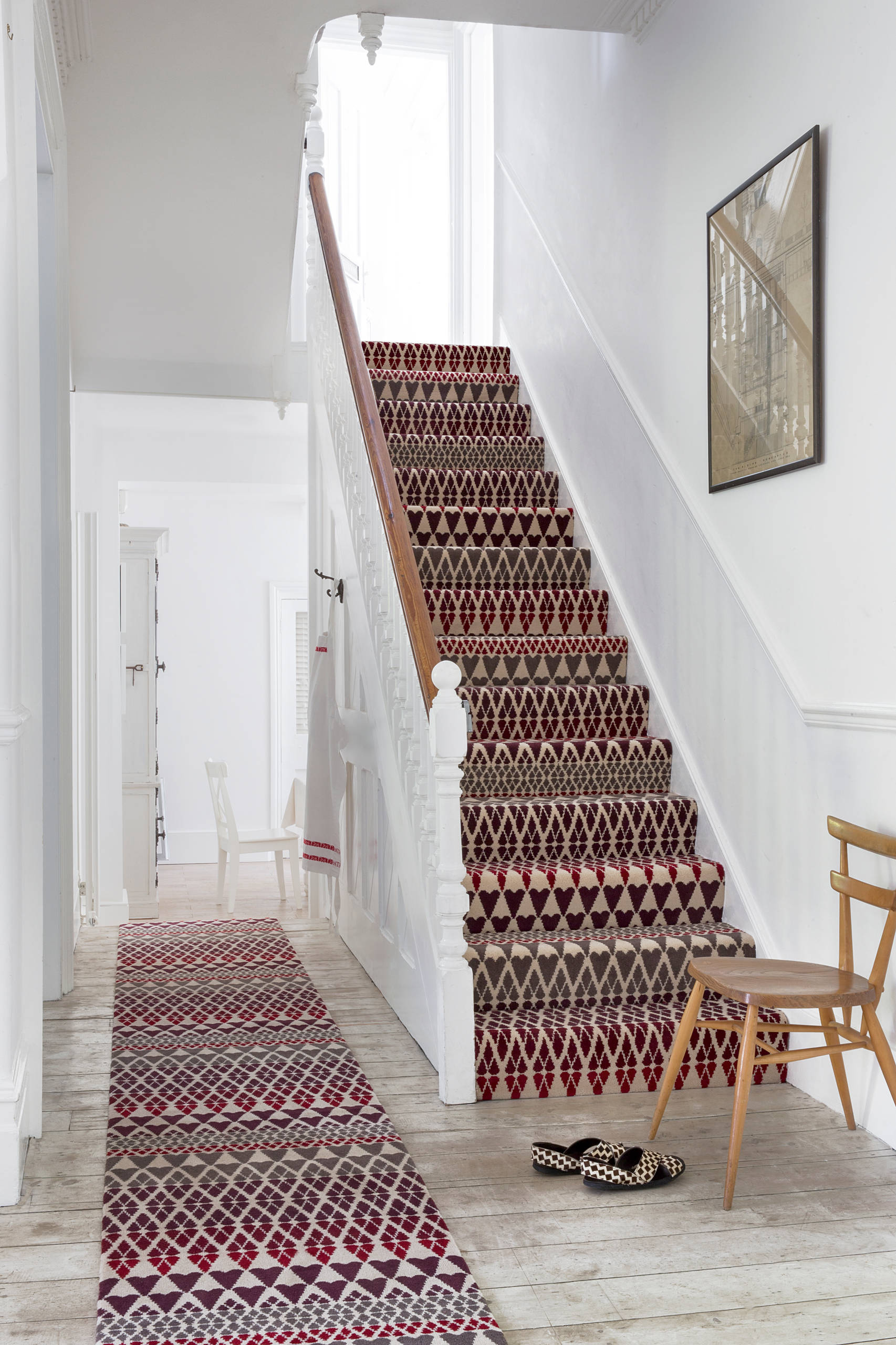 Decorating Traditional Staircase In Hallway With Patterned Carpet